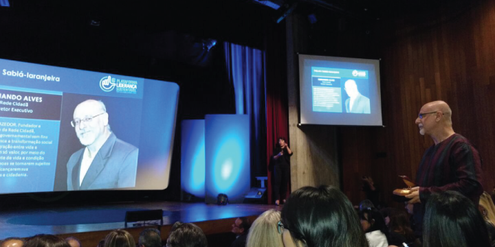 Fernando Alves, fundador e Diretor Executivo da Rede Cidadã, recebe Prêmio Sabiá-laranjeira